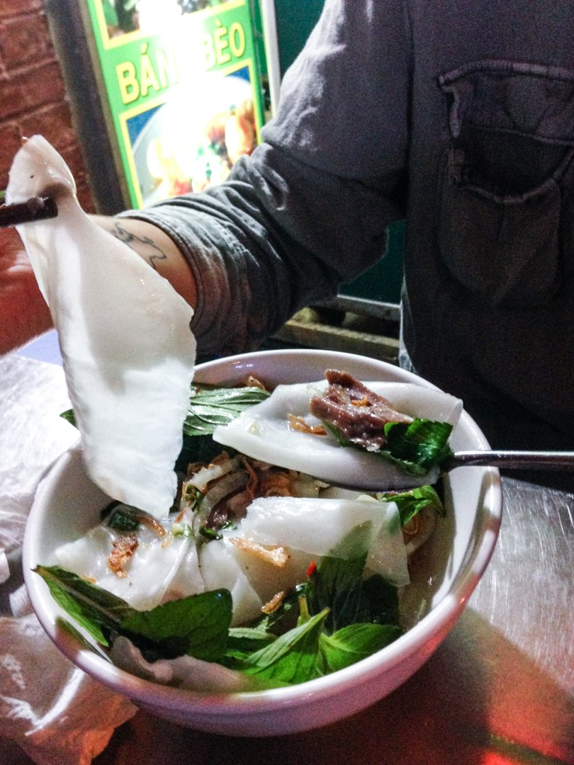 Banh uot long ga is a bowl of wide rice noodles, chicken, spearmint and other herbs, it's one of the best vietnamese dishes we tried in Dalat