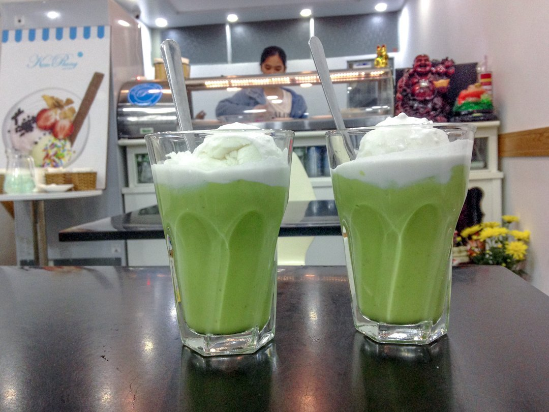Kem Bo aka avocado ice cream is one of the best Vietnamese desserts. Kem Bo is a famous Vietnamese food in Dalat