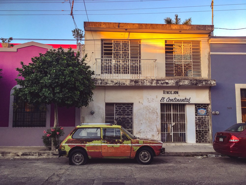 Cool cars and colorful buildings in Merida